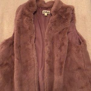 Dusty rose Faux fur Vest. Size small.